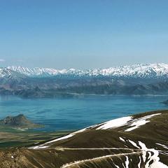Озеро і гори.