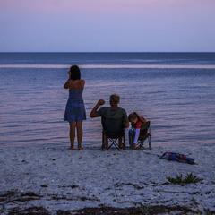 На березі, а далі - скрізь море