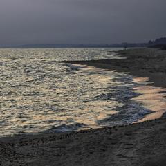 Проти ночі море засвітилося. Коли розступився дивний туман.