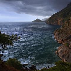 Ой наступала та й чорна хмара. А дощ незабаром перейде в страшну зливу - тропіки.