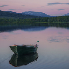 Посеред ночі. Такий вигляд має тиша. Такий вигляд має спокій.