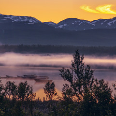 Липнева ніч з припнутими човниками, туманом, і пір'їнкою на небі.
