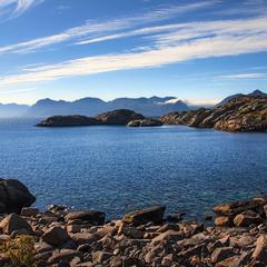Серед каменів буває краще ніж мижи людьми. Нє? І споглядати острови свідомості?