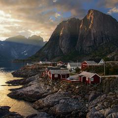 Сонце низенько, вечір близенько, вийди до мене, моє серденько. Село під горою.