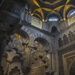 Кордобський катедральний собор містить всі ознаки кордобського халіфату. Таке життя.