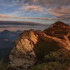 Сонце зиркнуло останнім зирком на гору Піп Іван мармароський.