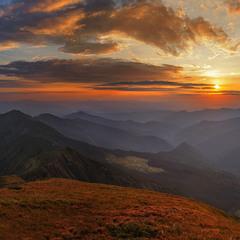 То був чудовий час - як ще любов носила аж по-під хмари нас. На кордоні імла оповиває гори й долини