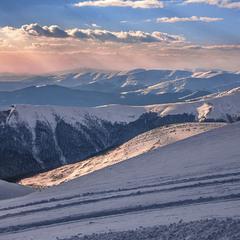 Буває і взимку кольорове життя в горах.