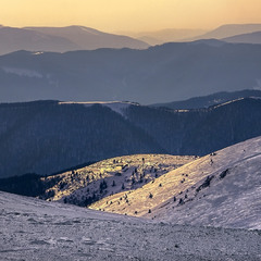 Проти сонця не зразу й снігу побачиш.