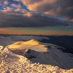 Захід палахкотливий відбувся на заході сонця на горі Близниця.