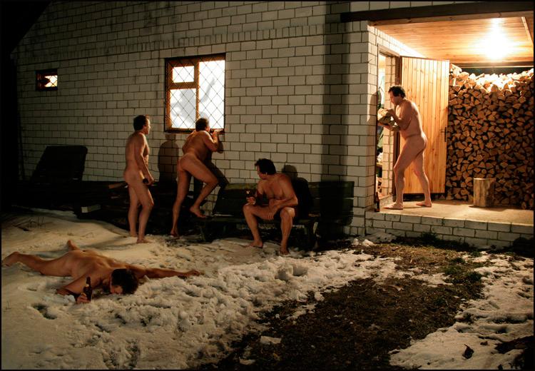 Моются мужское общежитие мужики