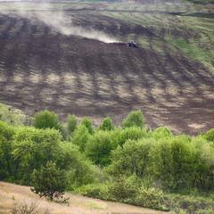 трактор в полі дир дир дир