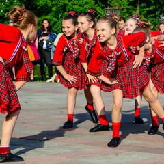 Юні танцівниці