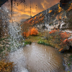 Под серебристым водопадом.
