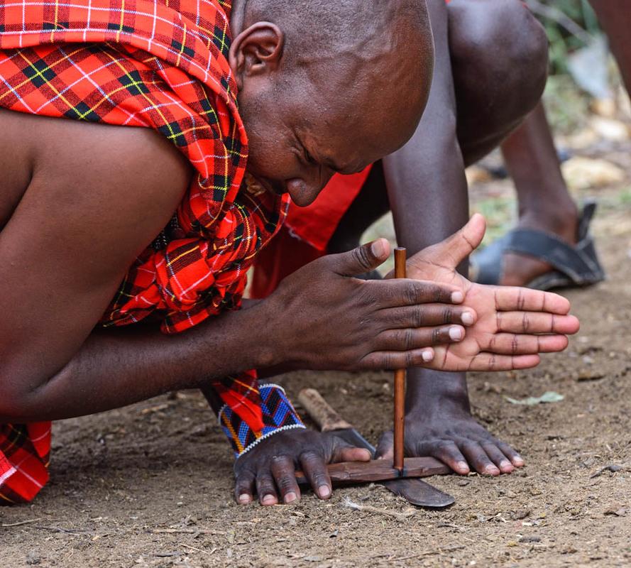много прекрасных на фотографии австралийские аборигены добывают огонь красота, это