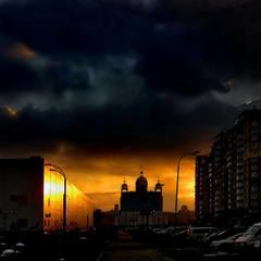 Тьма опускается на город...