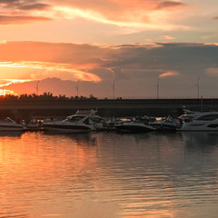 На закате у яхт-клуба
