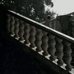 A diagonal of the balustrade
