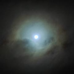 Луна, такая странная...