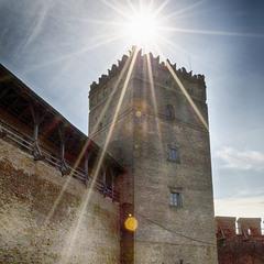 Стирова вежа в променях сонця