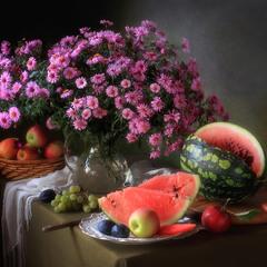 Натюрморт с букетом и фруктами