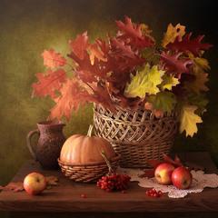Натюрморт с осенними листьями