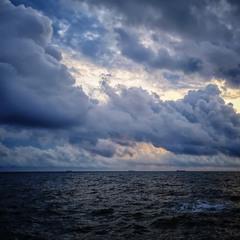 В океане мирозданья...