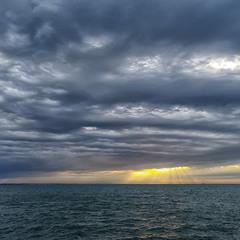 В море непогоды...