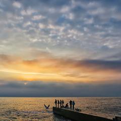 А море пело о своем...