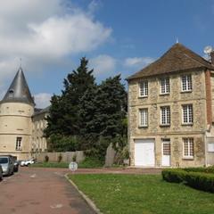 Три шато ( Trie-Château)