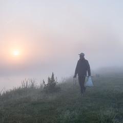 Петро(взнав пізніше) іде на рибалку...