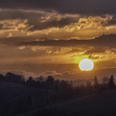 За горами сонце сходить...