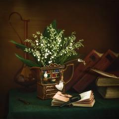натюрморт с ландышами и книгами