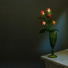 натюрморт з гілкою троянд