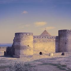Стіни й башти.
