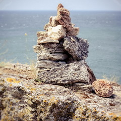 Камни...