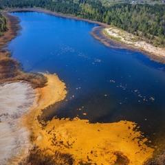 Жовто-блакитне озеро