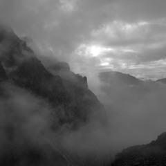 Крізь хмари
