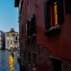 Вечірні венеційські провулки