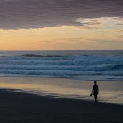 Вдоль берега, в сторону заходящего солнца