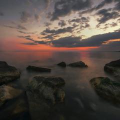 Багровый отблеск над заливом