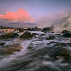 Залив штормящий