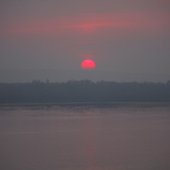 Закат в осенней дымке.