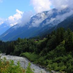 Невеличке село в горах Швейцарії