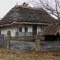 Заспівала стара хатина, Скрипом дверей на подвір'ї