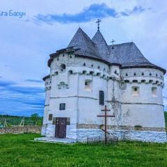 Церква-фортеця Покрови