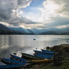 Закат на озере Пхева