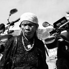 Непальская женщина...