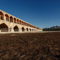 Акведук и высохшая река... Иран.