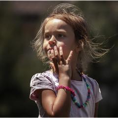 Просто девочка...понравился детский взгляд!